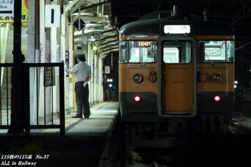 115枚の115系 37/115 夜の横川駅にて