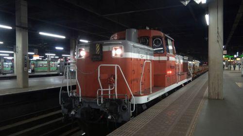 夜の札幌駅に《チキ工臨》が入線