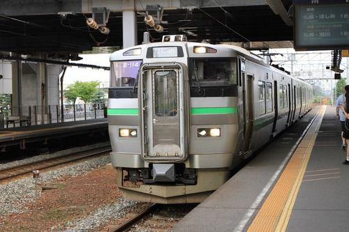 恵庭駅に、733。