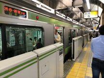 恵比寿駅で下車して出勤します