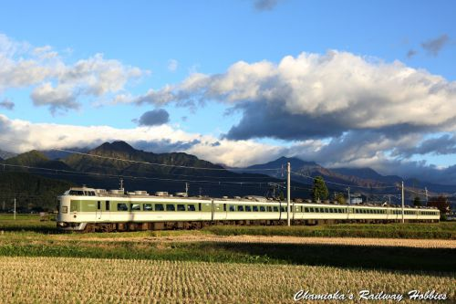 《鉄道写真》秋色の大糸線、189系N102編成がゆく