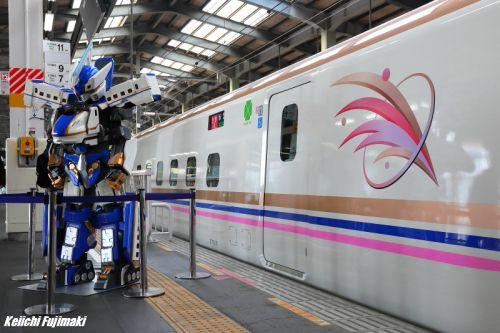 E7系上越新幹線 新潟駅で展示会シンカリオンとシンボルマーク
