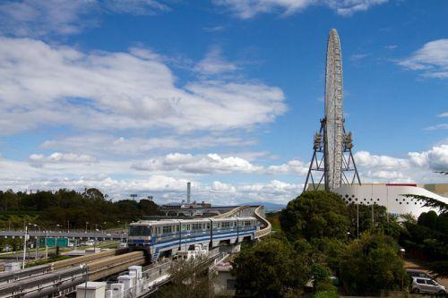大阪モノレール 京急カラー、チキンラーメンと太陽の塔