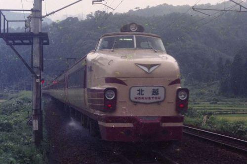 湯尾駅ホームで撮る(4)、485系「北越」