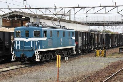 秩父鉄道の電気機関車たち、色塗り塗りで電気機関車トーマス状態?