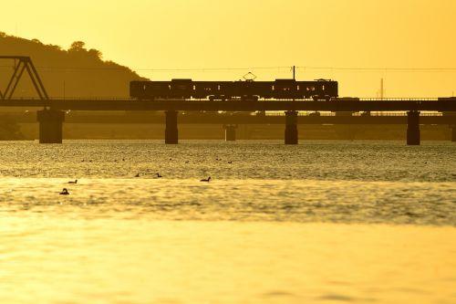加古川線の加古川橋梁を行く103系ローカル電車の夕刻風景(厄神~市場)