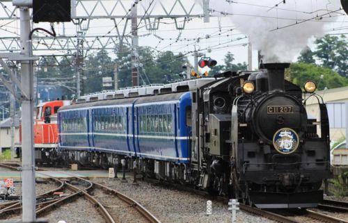 「煙と音に迫力」東武鉄道の2台目蒸気機関車(SL)お披露目!多くの鉄道ファン集まる