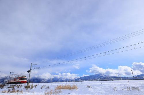 雪晴れと特急ゆけむり