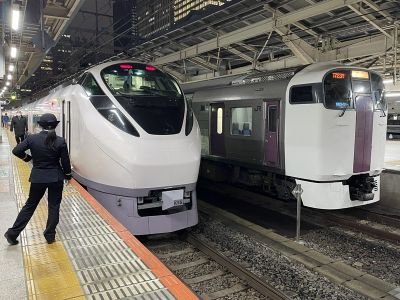 東京駅にてE657系との並び