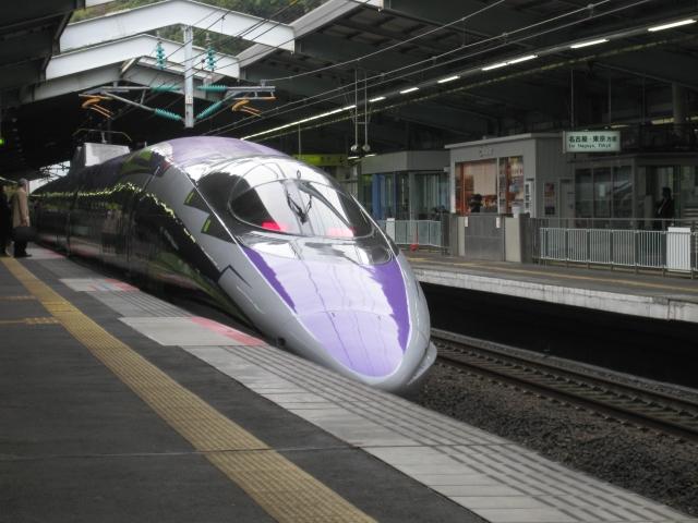 東急世田谷線300系 玉電カラーと招き猫電車の並び