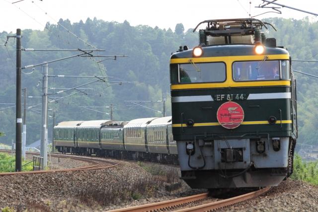 阪伊乙特急に充当される近鉄30000系
